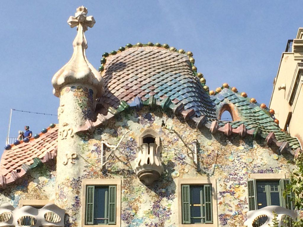 Das faszinierende Dach des Casa Batlló - wie Echsenhaut!