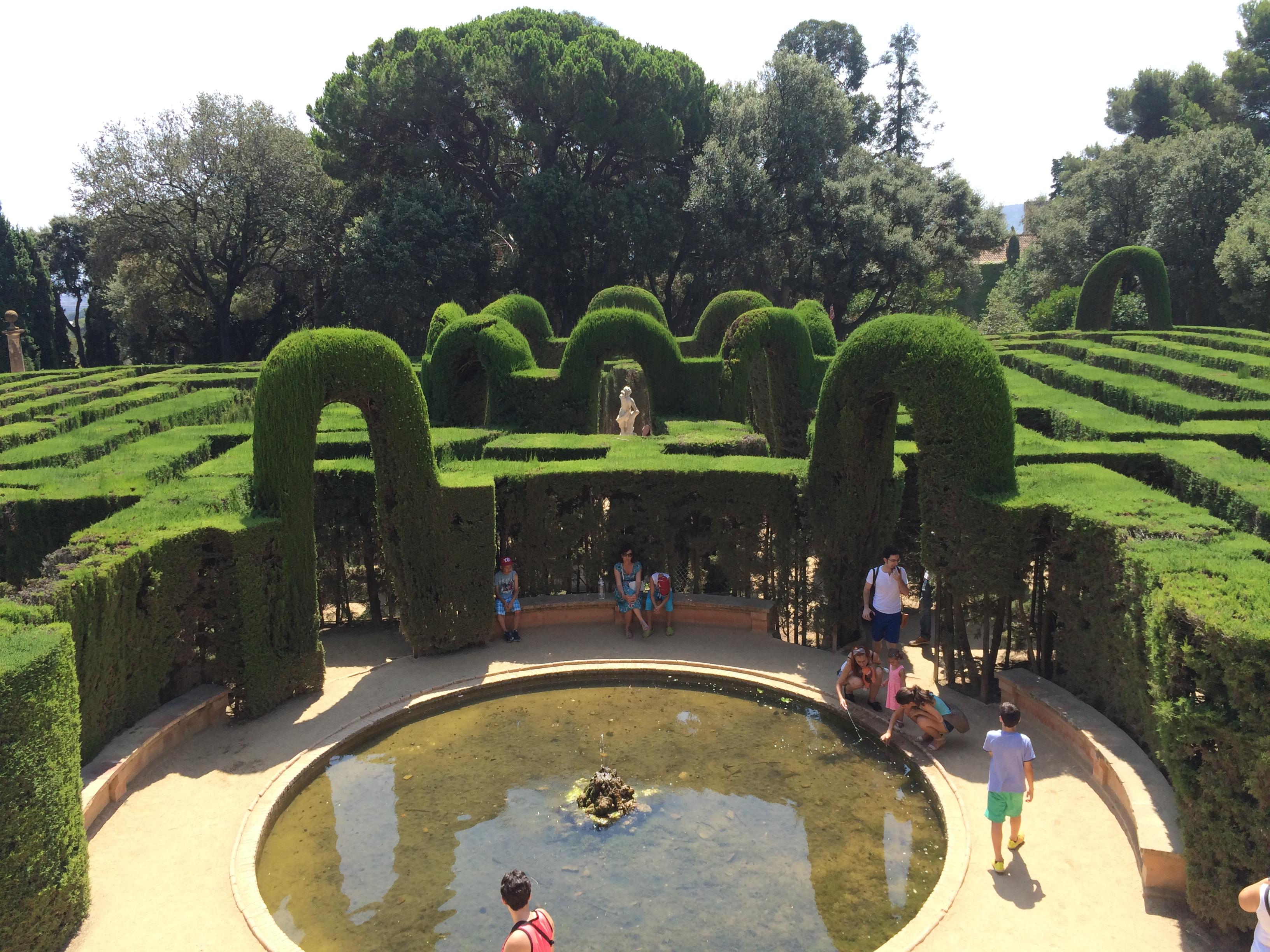 Auch das ist Barcelona im Sommer: Ein grüner Irrgarten aus dem 19. Jahrhundert.