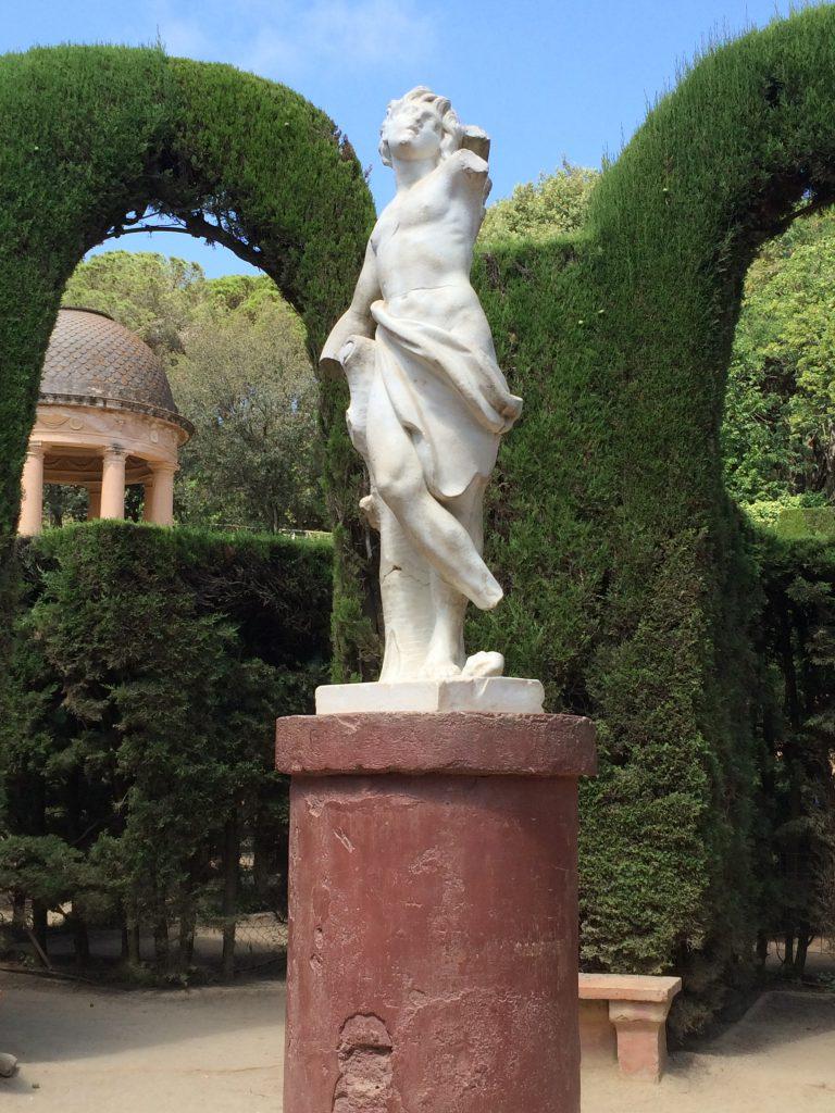 Die Eros-Skulptur in der Mitte des Labyrinths - nun muss man nur noch wieder den richtigen Weg hinausfinden.