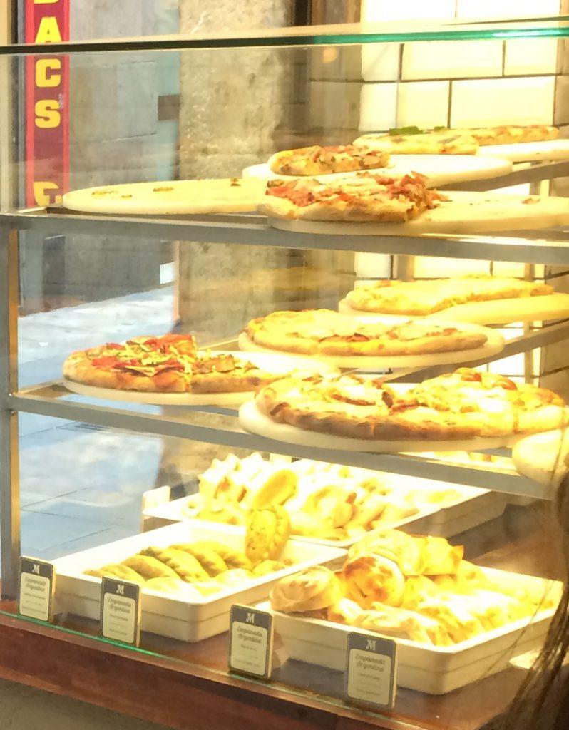 Mmmh! Empanadas und Pizza!