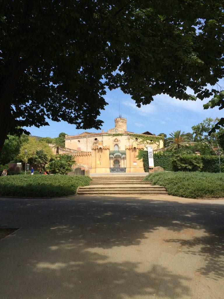 Der Palau Desvalls mit Anbauten aus dem 18. und 19. Jahrhundert rund um einen mittelalterlichen Turm