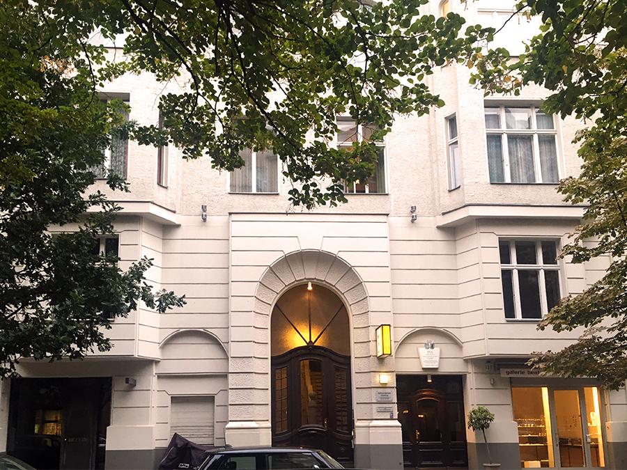 Die ehemalige Wohnung der Asta Nielsen belegt den gesamten ersten Stock dieses Hauses (und das ist noch weit mehr, als auf dem Foto zu sehen ist).