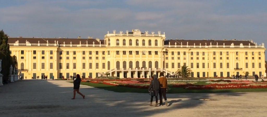 Rückansicht des Schloß Schönbrunn, zum Park und zum Großen Parterre hin.
