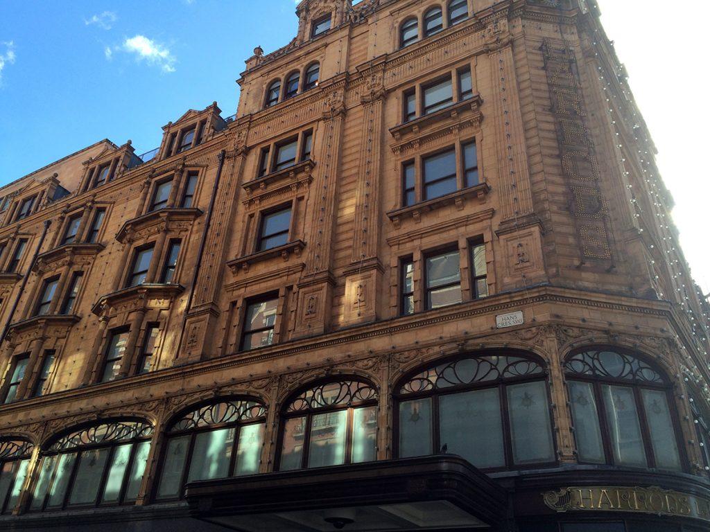 Das berühmte Kaufhaus Harrods bei Knightsbridge.