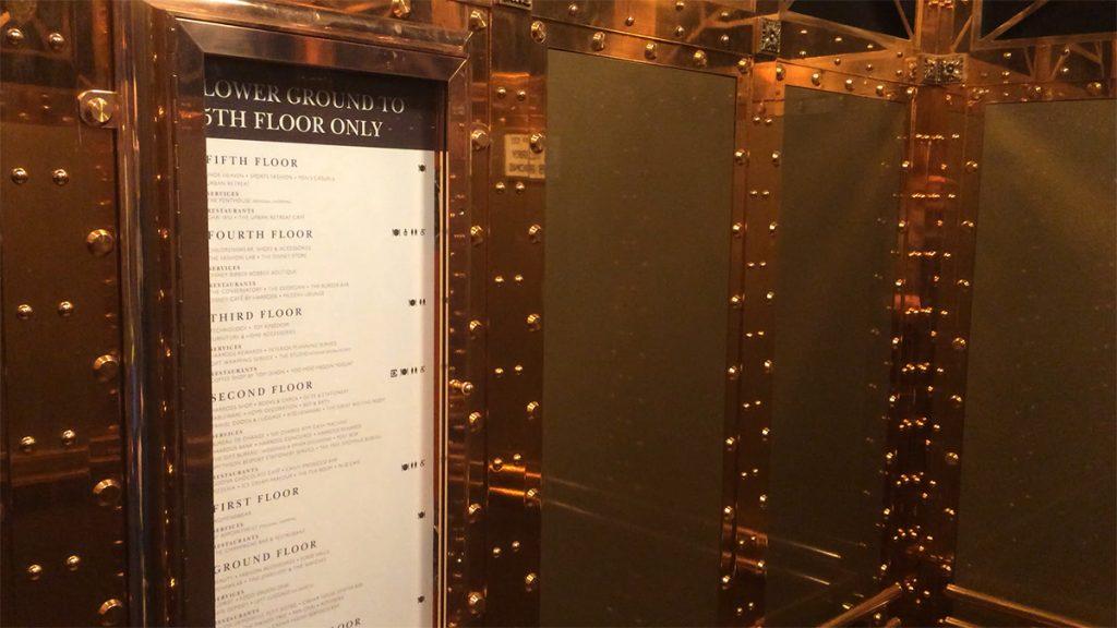 Selbst die Aufzüge bestehen aus purem Gold - oder sehen zumindest so aus.