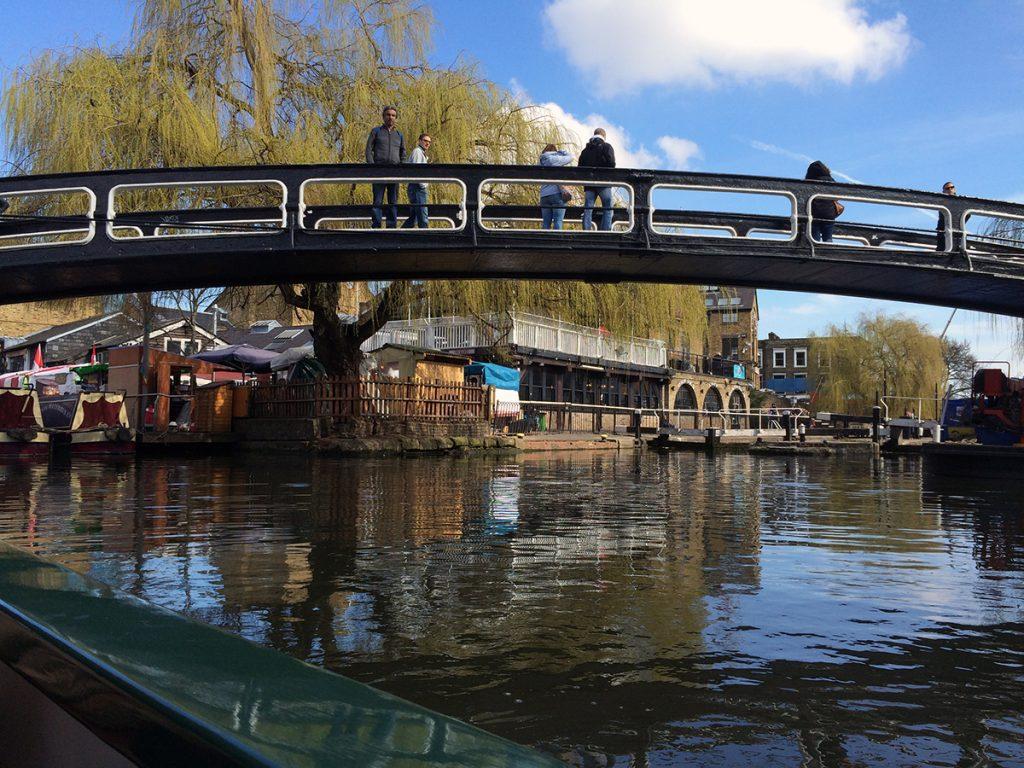Im Kanalboot durch Little Venice schippern - auch das ist London!