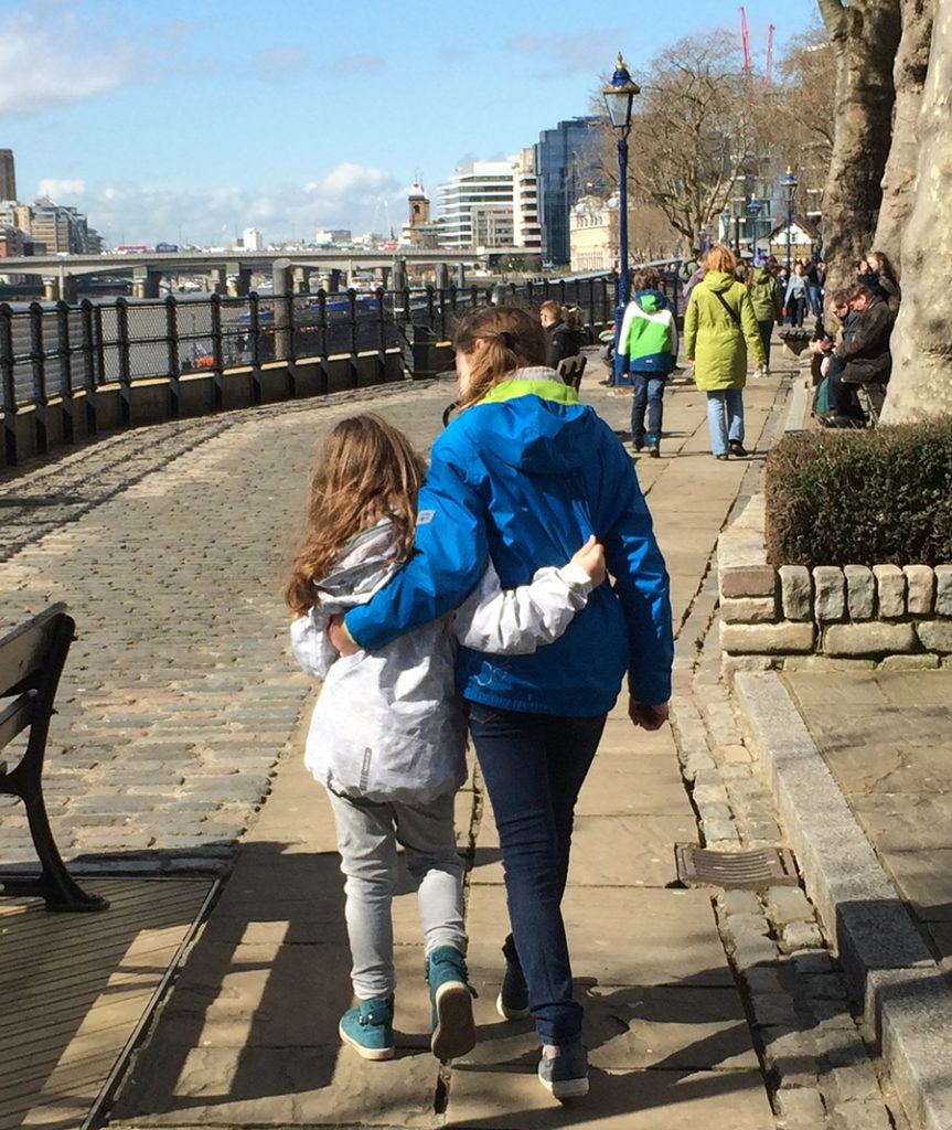 Die Sonne genießen zwischen Tower und Tower Bridge.
