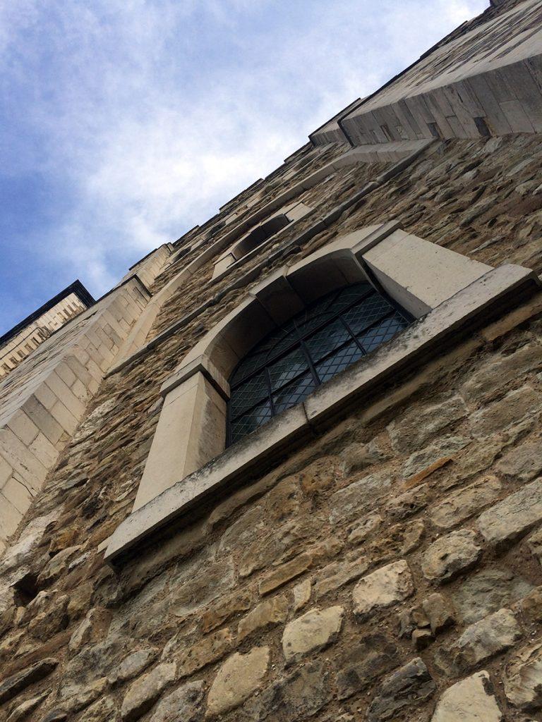 Ein Blick nach oben am White Tower hoch. Uneinnehmbar, wenn man draußen davor steht.