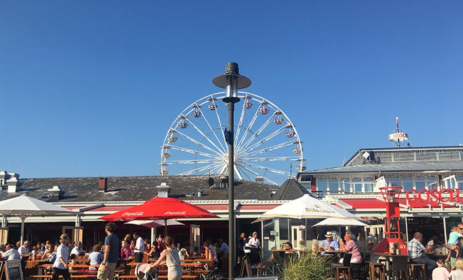"""Der Hafen von List: Vorne ein """"Gosch""""-Restaurant, und es gibt sogar ein Riesenrad!"""