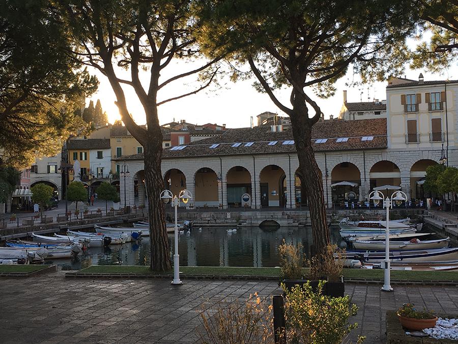 ... im Hafen von Desenzano del Garda.