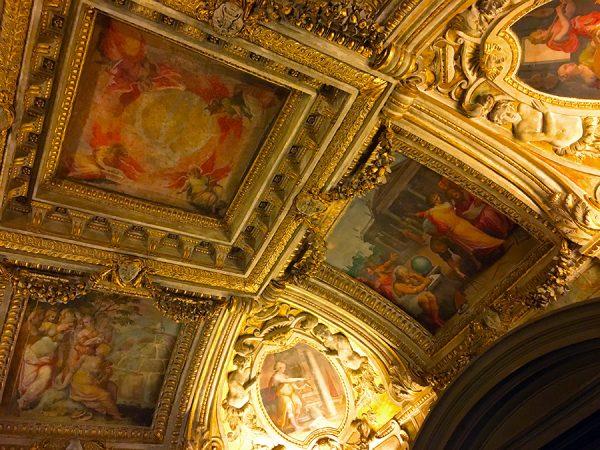 Deckengemälde im Palazzo Vecchio. Ein prunkvolles Beispiel für unzählige weitere.