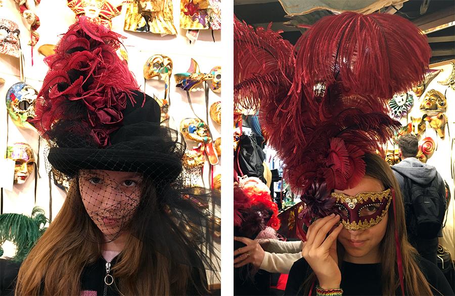 Es gibt Masken mit gewaltigen Federpuscheln...