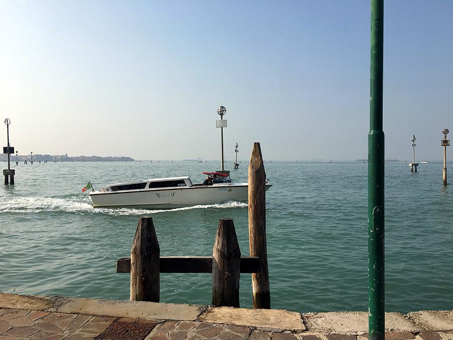 Blick vom Kai von Murano nach Venedig.