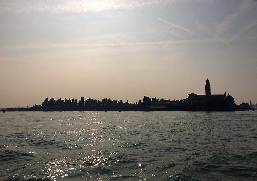 Die Friedhofsinsel 'San Michele'. Hier werden die Toten von Venedig begraben.