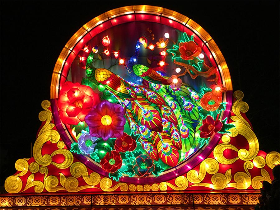 Das Eingangsschild zum China Light Festival im Kölner Zoo verheißt Großartiges!