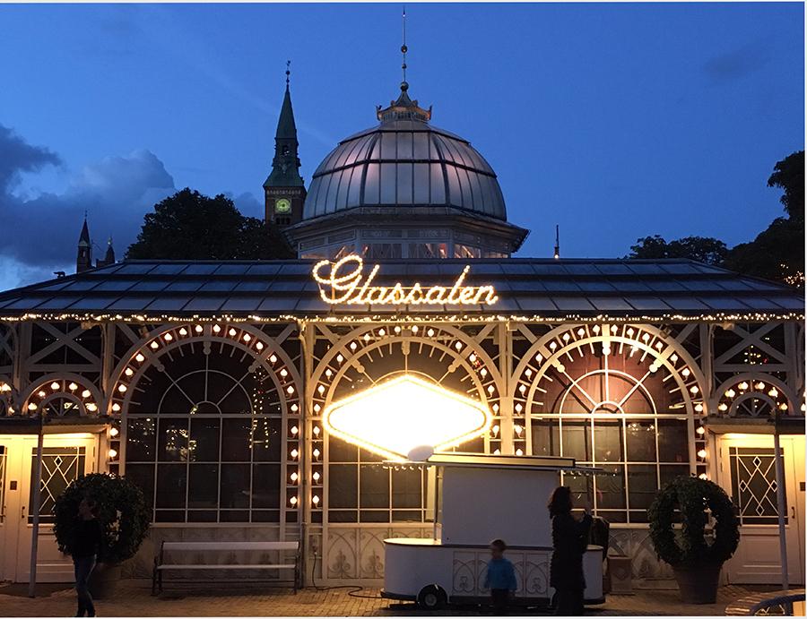 Der 'Glassalen', der Glassalon, im Tivoli in Kopenhagen.