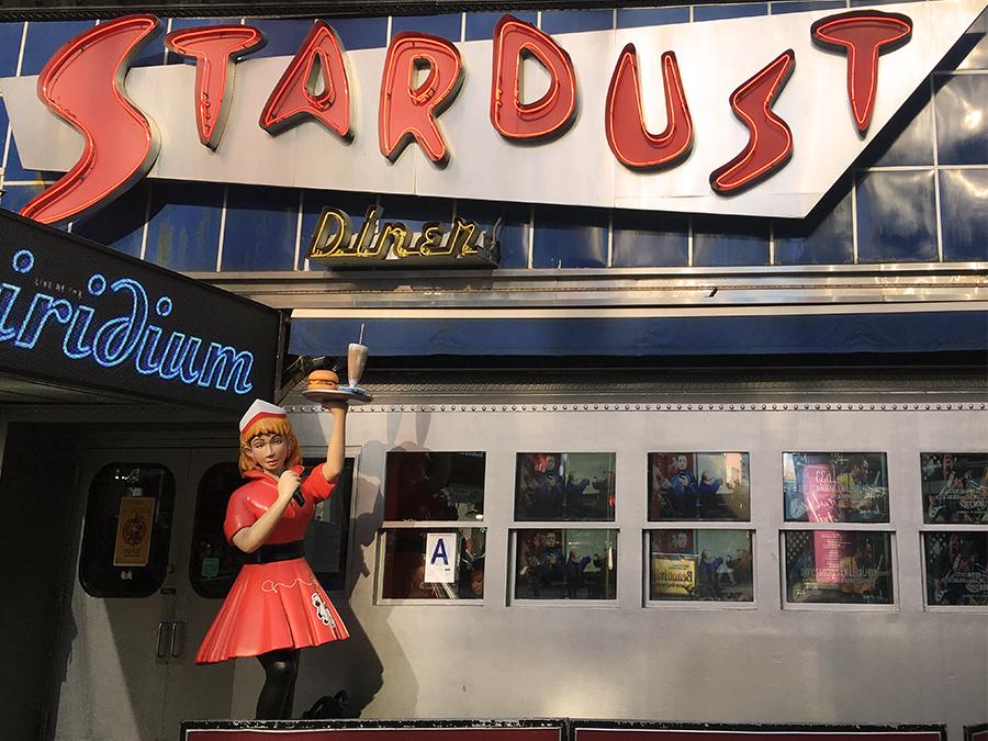 Ein letzter Blick zurück auf das 'Ellen's Stardust Diner'.