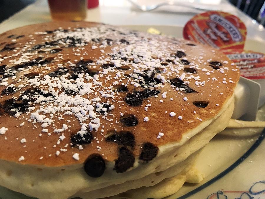 Was soll man mehr sagen, der Klassiker: Chocolate Chip Pancakes. Und ja, die sind riesig!