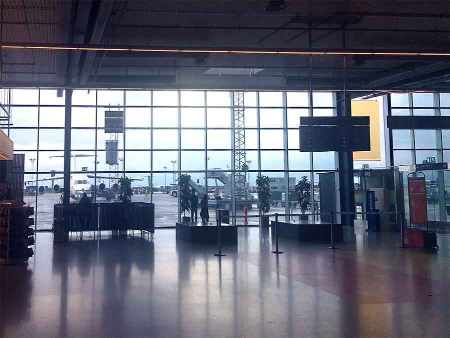 Und gelandet! Schon der Flughafen ist lichtdurchflutet, weiträumig und ordentlich - wie eigentlich ganz Kopenhagen.