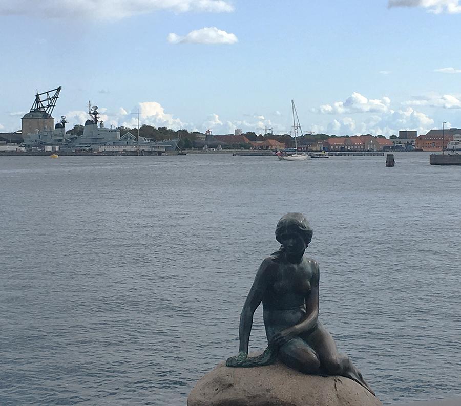 Sie kennt jeder in Kopenhagen: Die 'Lille Havfrue', die kleine Meerjungfrau.