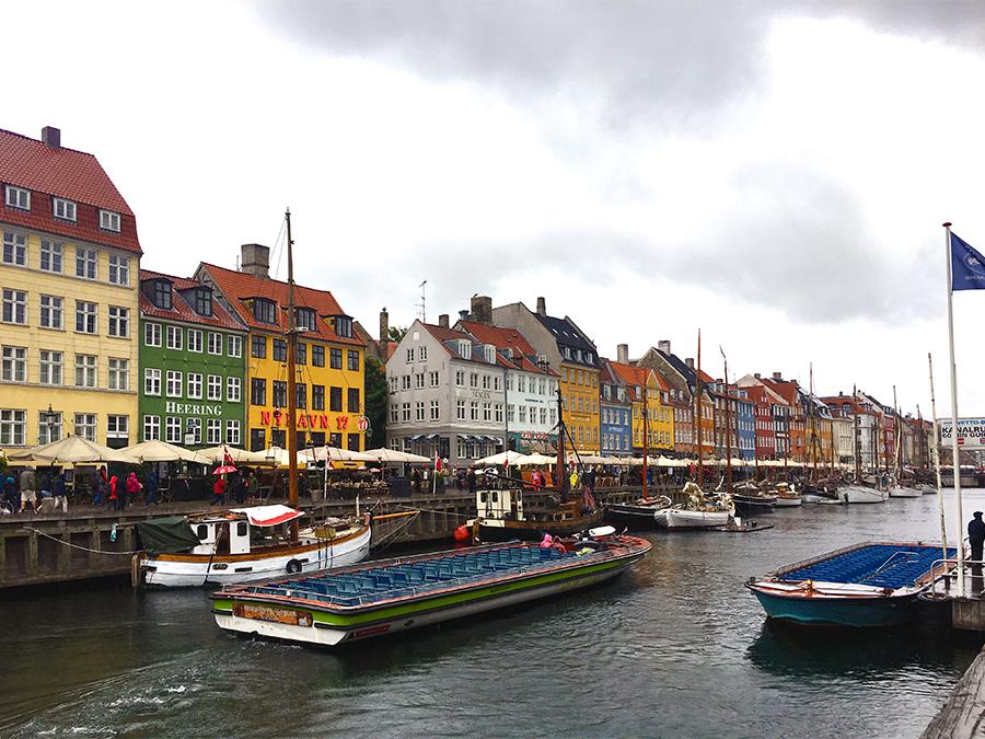 Die bunten Hafenhäuser in Nyhavn im Kopenhagener Zentrum.