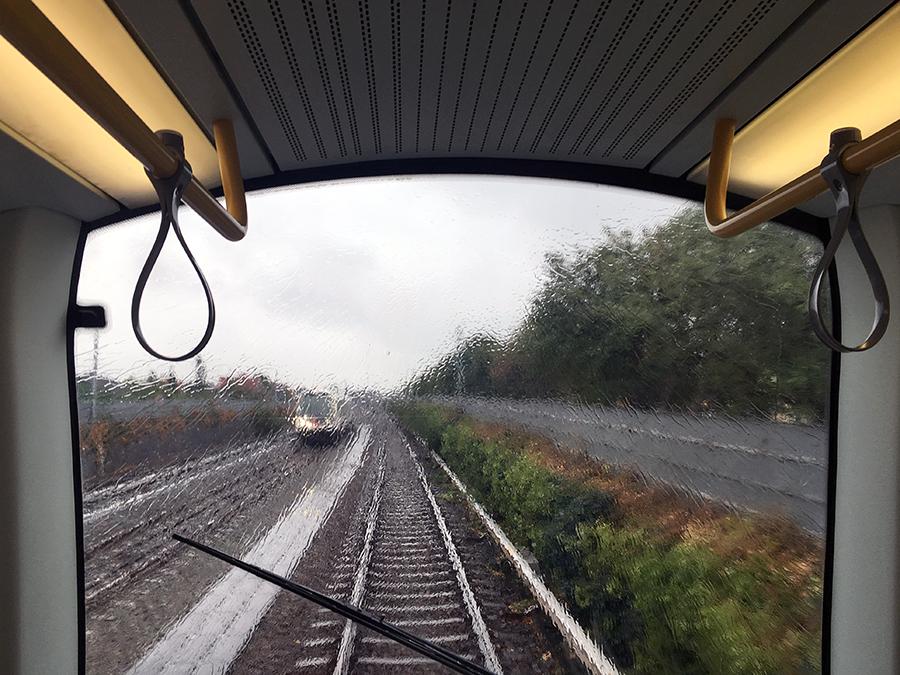 Die Metro fährt von ganz alleine! Kein Fahrer weit und breit.