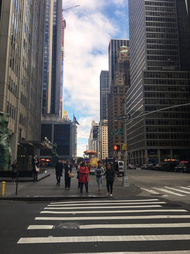 Vom Ellen's Stardust Diner' aus laufen wir die 7th Avenue hinunter Richtung MoMA, dem Museum of Modern Art, unserem nächsten Ziel.
