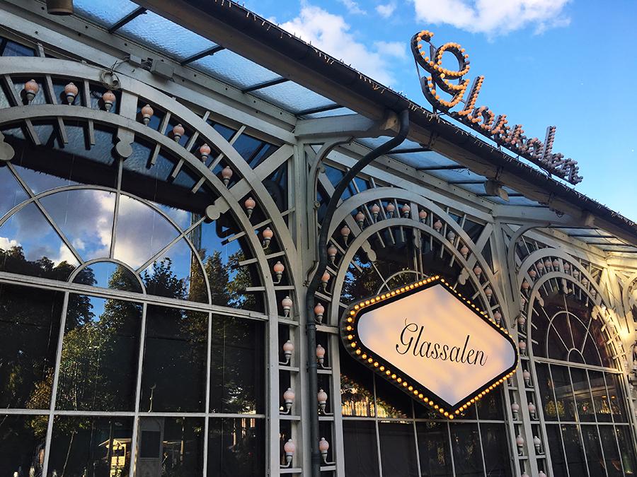 Der 'Glassalen' - ein historisches, zauberhaftes Gebäude mit Veranstaltungssaal, in dem über die Jahre schon viele berühmte Persönlichkeiten aufgetreten sind.