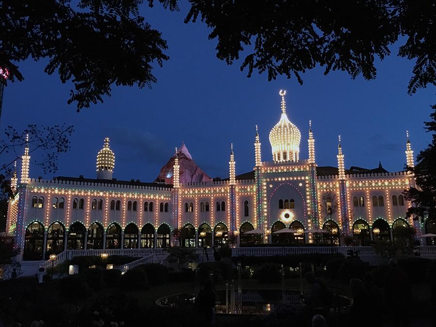 Ein Lichtermeer wie in 1001er Nacht - am orientalischen Palast.