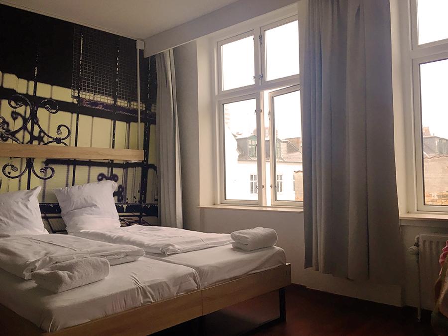 Unser gemütliches Zimmer im Altbau in unserem Hostel in Kopenhagen.