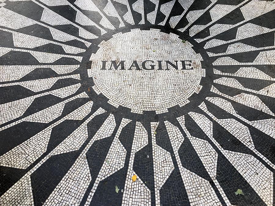 'Imagine' - Der Titel des Weltfriedens-Songs von John Lennon als Teil des Mosaik-Memorials im Central Park.