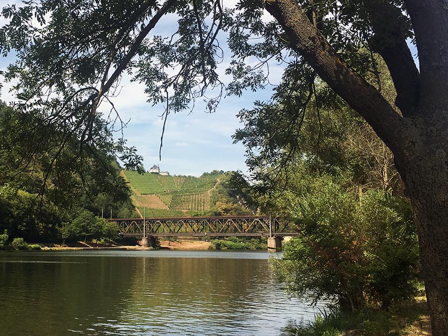 Eine Brücke mit zwei Stockwerken - was es nicht alles zu sehen gibt hier an der Mosel!