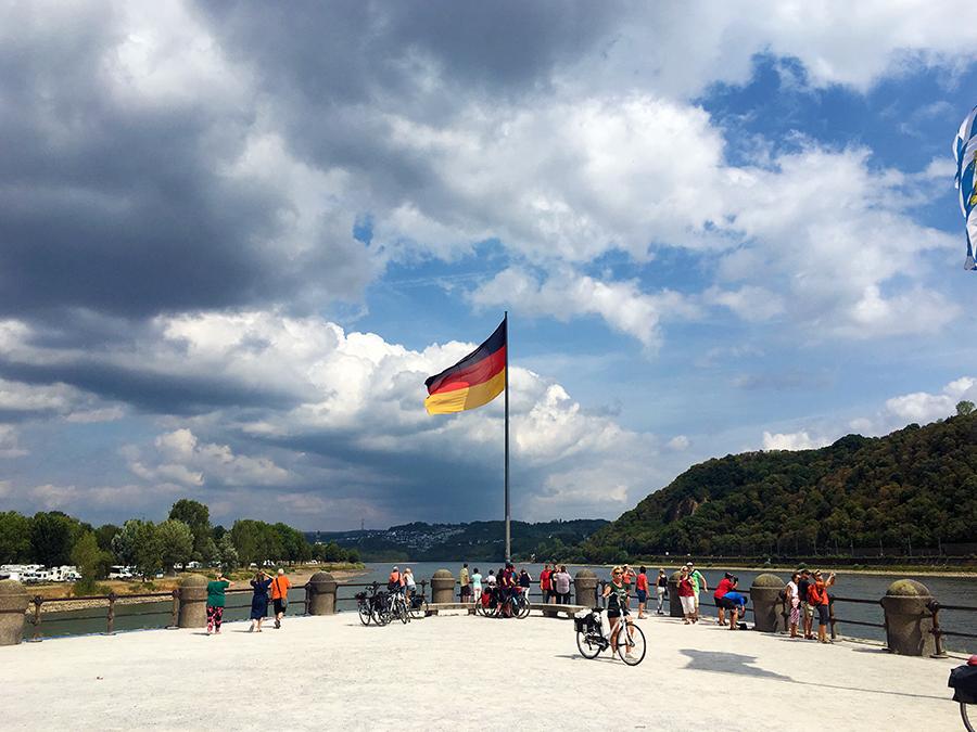 Auf der Spitze des Deutschen Ecks in Koblenz.
