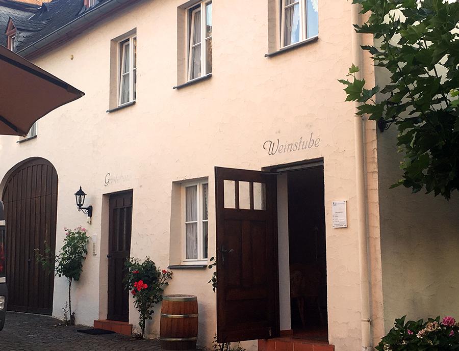 Der Eingang zur obligatorischen 'Weinstube'. Hier bekommen wir morgen früh auch unser Frühstück!