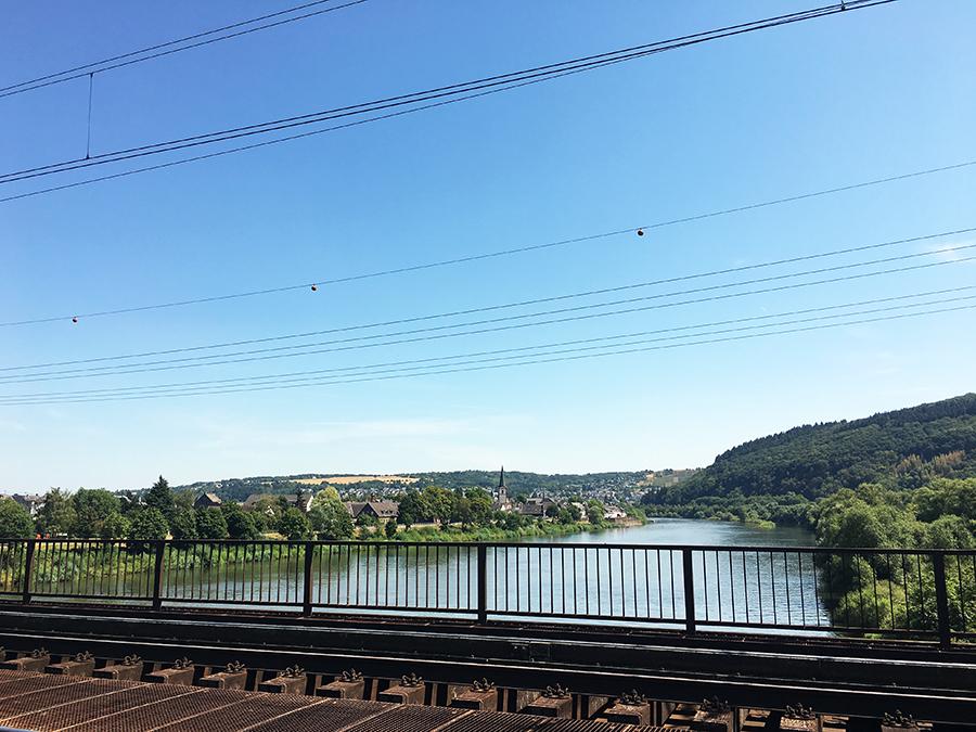 Die erste Brücke - Seitenwechsel auf das linke Moselufer.