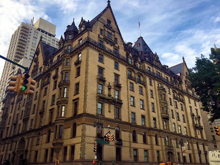 Das 'Dakota-Building' Nähe 72th Street, John Lennon ehemaliges Wohnhaus mit Blick auf den Central Park.