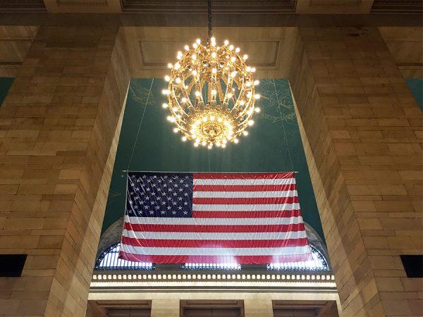 Auch in der Grand Central Station immer und überall präsent: die US-amerikanische Flagge.