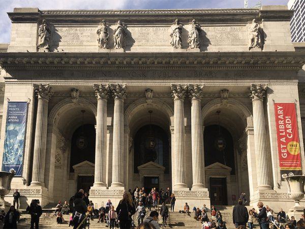 Die imposante Außenfassade der New York Public Library.