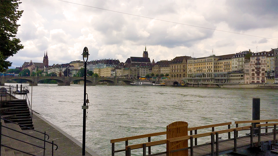 Am Rheinufer in Basel: Blick nach links...
