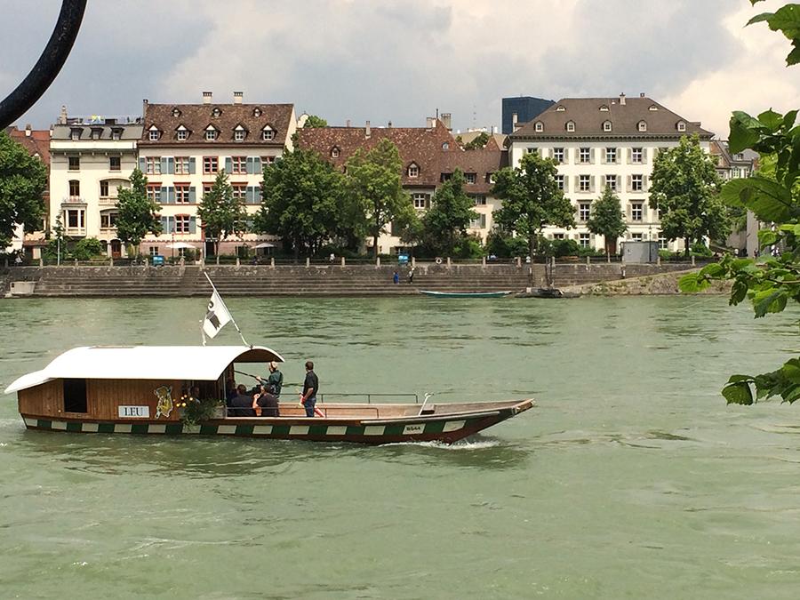 Mit der 'Leu', einer anderen der vier Basler Fähren, geht es zurück ans 'Kleinbasler Ufer'.