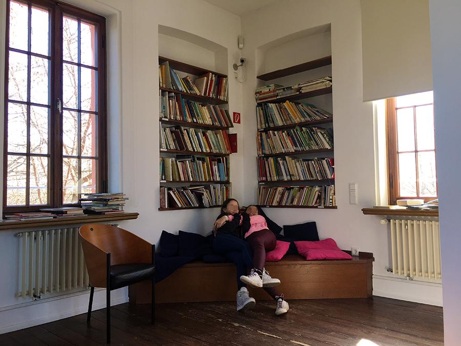 Und natürlich gibt es hier.... Bücher! Und gemütliche Leseecken - was will man mehr!