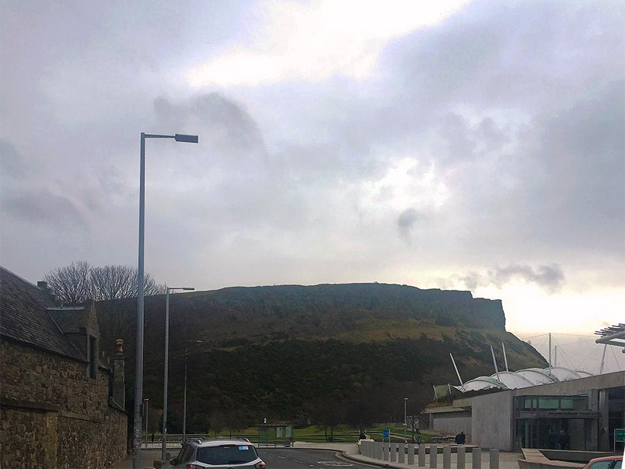 Arthur's Seat - auch an einem typisch schottischen, regenverhangenen und bewölkten Tag beeindruckend!