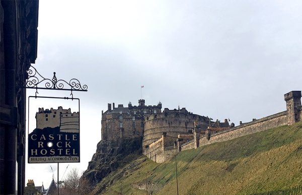 Das 'Castle Rock Hostel' hat seinen Namen dank der Top-Lage nicht von ungefähr...