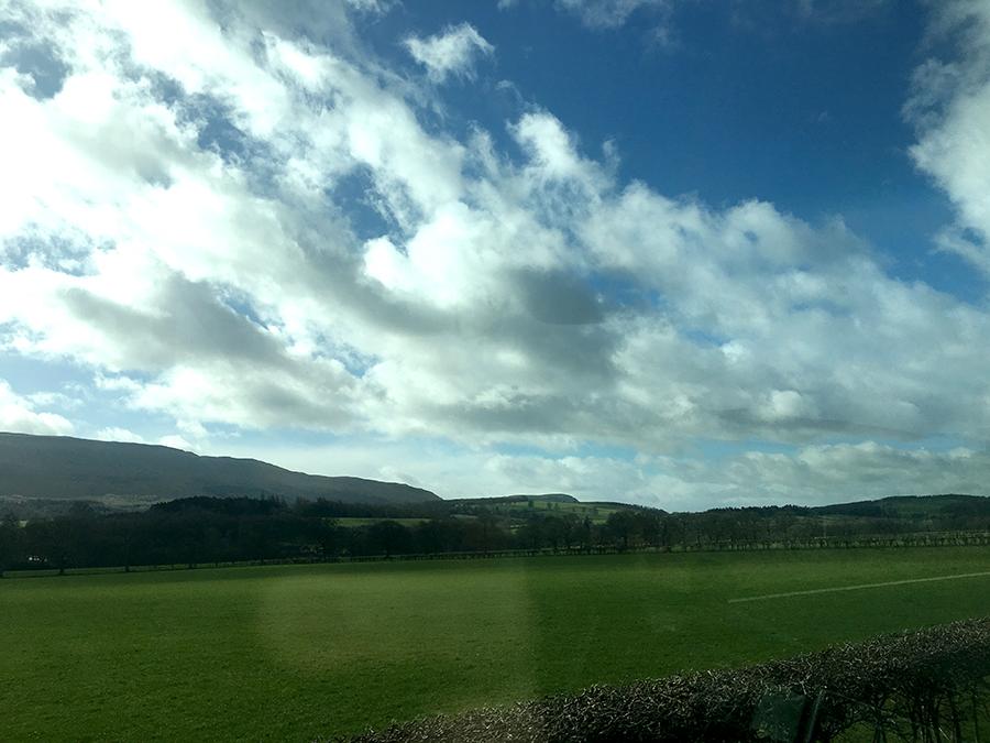 Einfach total schön hier. Ich könnte ewig hier durchgefahren werden und dabei von schottischer Geschichte hören.