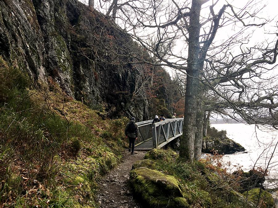 Sogar eine malerische Brücke hat es hier. Schnell hinterher, nur nicht den Anschluss verpassen!