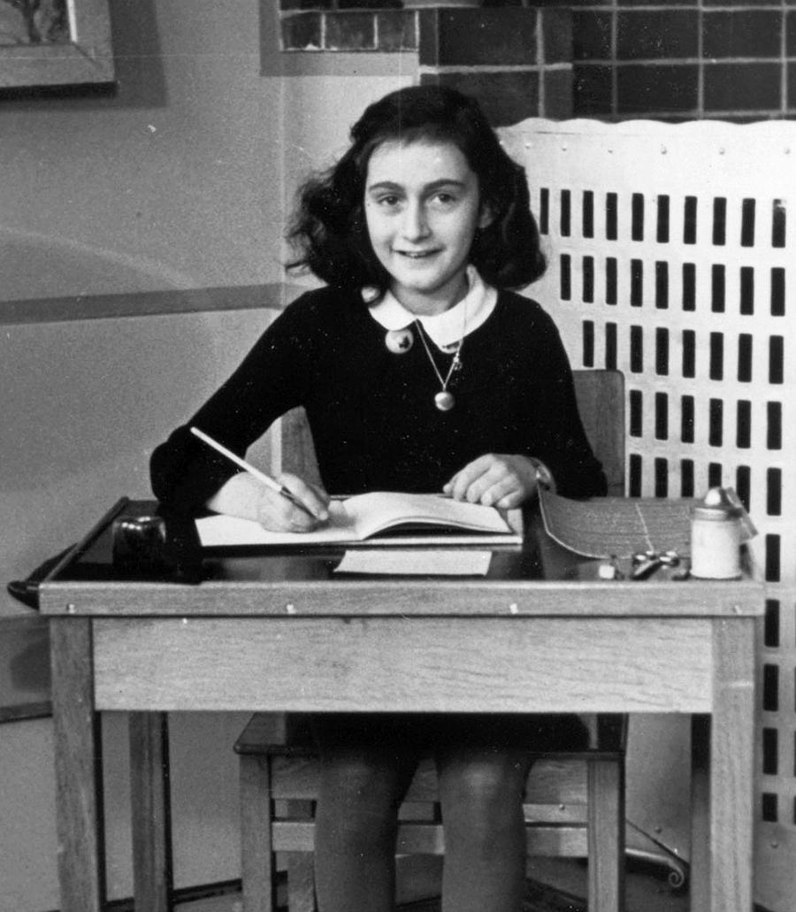 Anne Frank, 1940, in der Montessorischule in Amsterdam. Fotograf unbekannt.