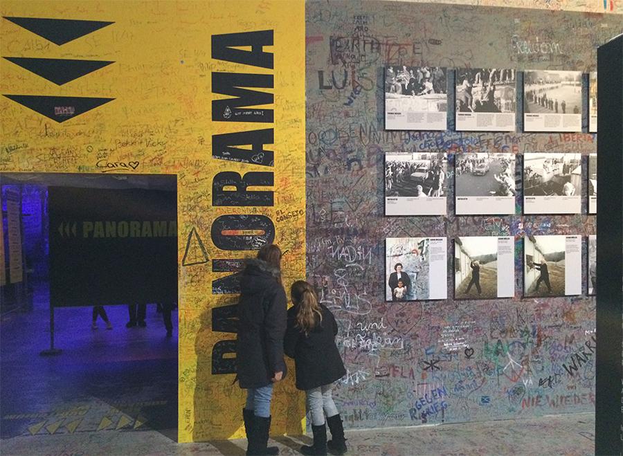 Im Vorraum des asisi Panometer 'Die Mauer' in Berlin.