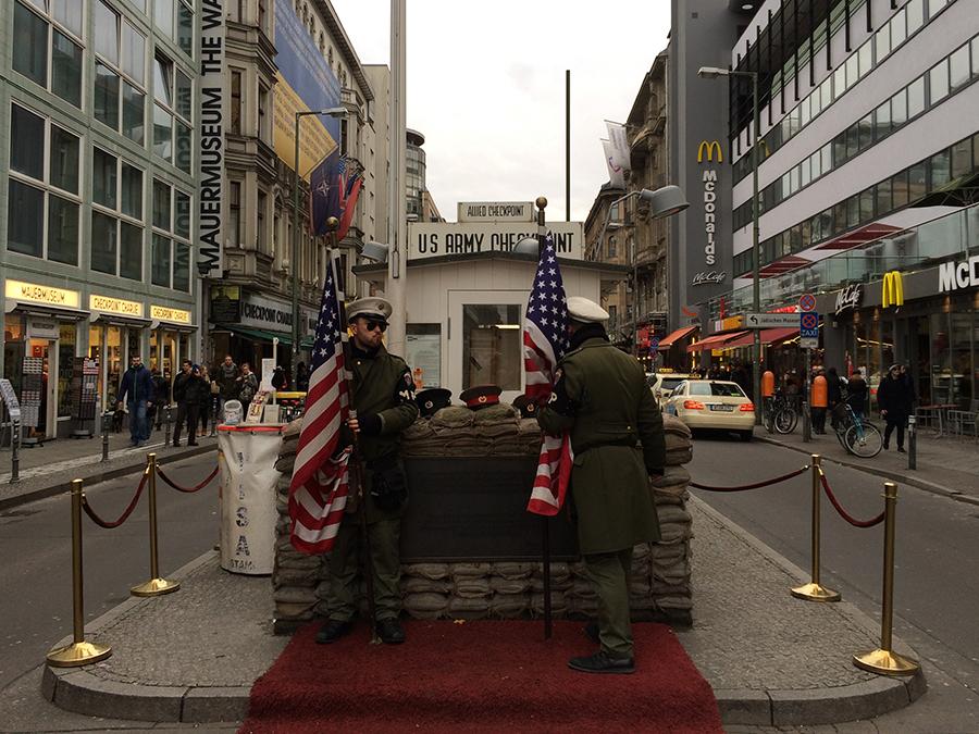 Da ist er: Der berühmte 'Checkpoint Charlie'.