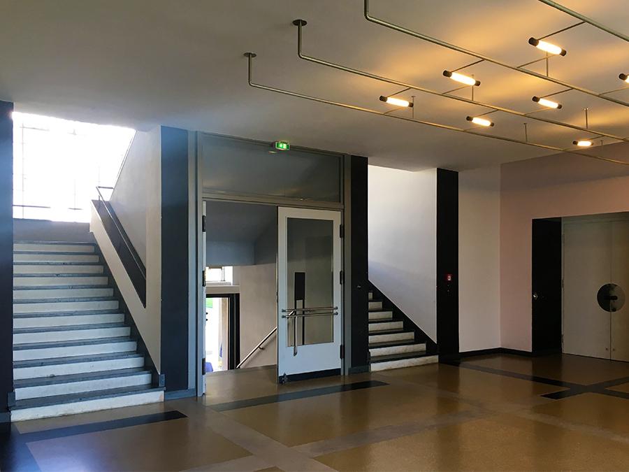 Ein letzter Blick ins Treppenhaus des Bauhaus-Gebäudes.