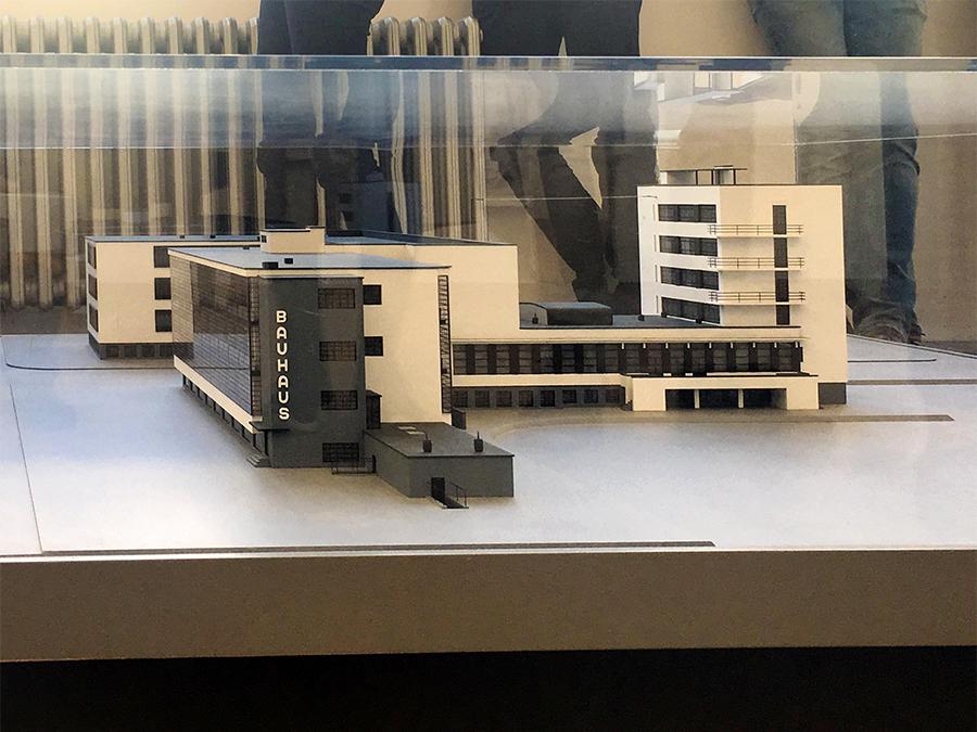 Ein Modellbau des Bauhaus-Gebäudes.